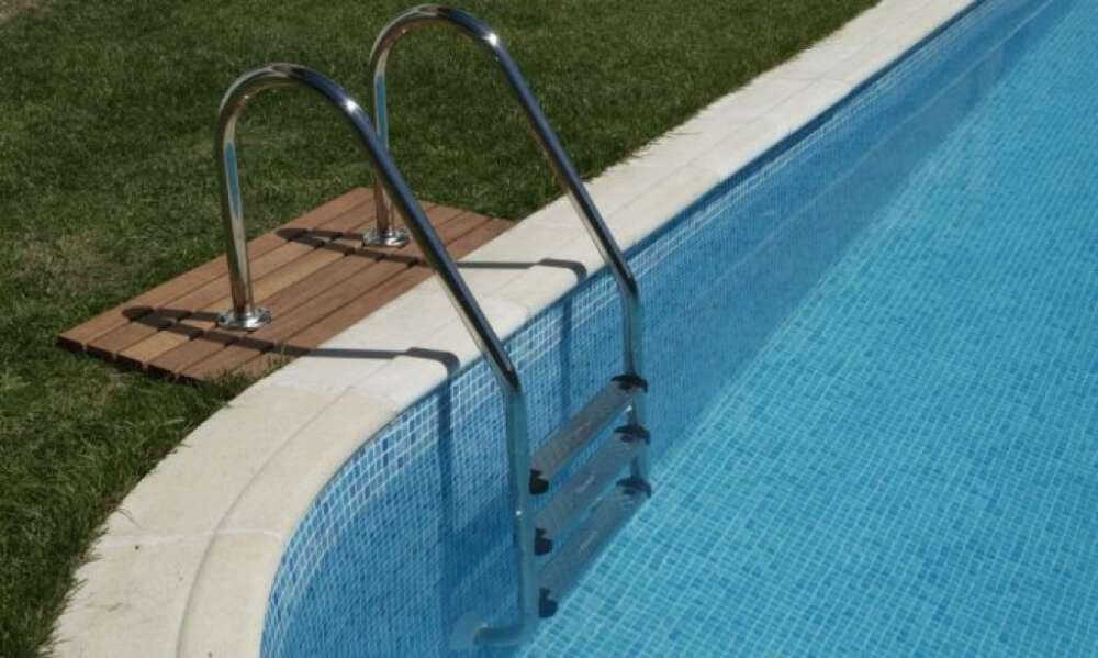 escalera de piscina A-FRAME